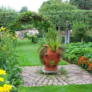 PASHLEY MANOR GARDENS Kitchen Garden By Leigh Clapp