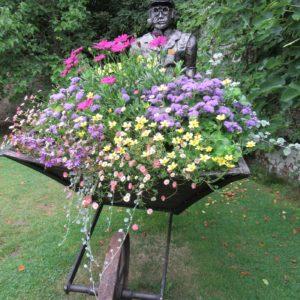 PASHLEY MANOR GARDENS Kitchen Gardener Sculpture By Graham Thrussell By Kate Wilson