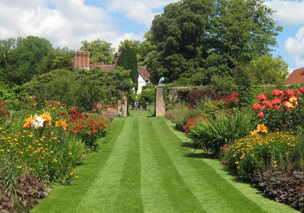 PASHLEY MANOR GARDENS Herbaceous Borders By Kate Wilson