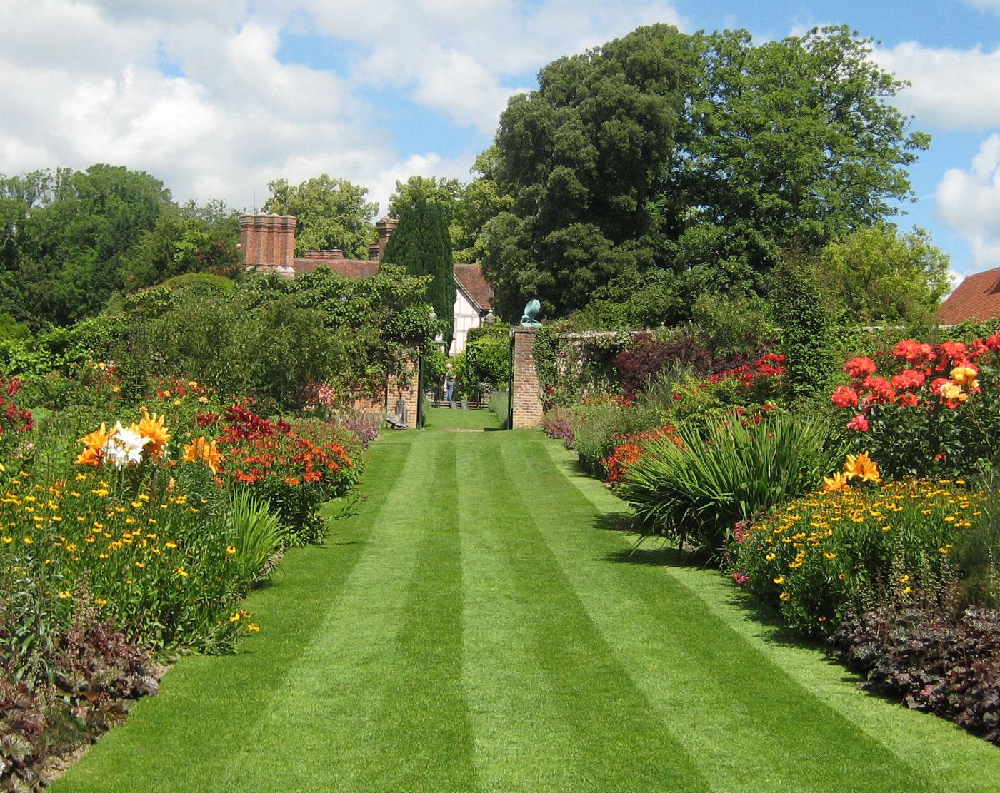 Great gardens gallery landscaping ideas for backyard for Garden idea et 700