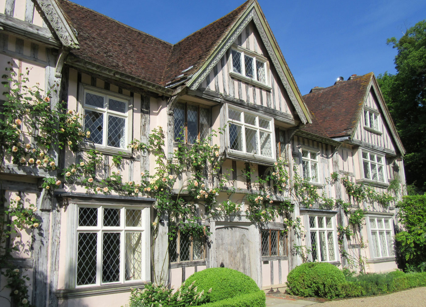 Pashley Manor Gardens - gardens to visit on the border of